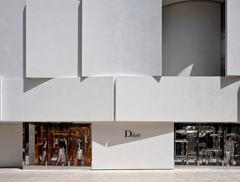 Plisowana elewacja butiku Diora na Florydzie